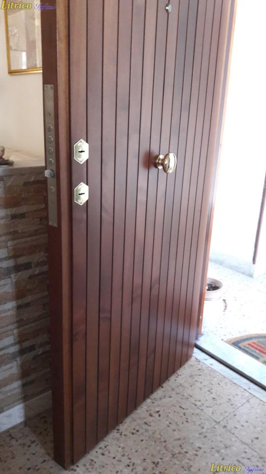 Porta blindata con serratura di sicurezza Catania